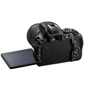 صفحه نمایش دوربین عکاسی نیکون D5600 Kit 18-140mm